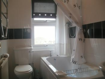 Beach Lodge No 12  Bath + Power Shower