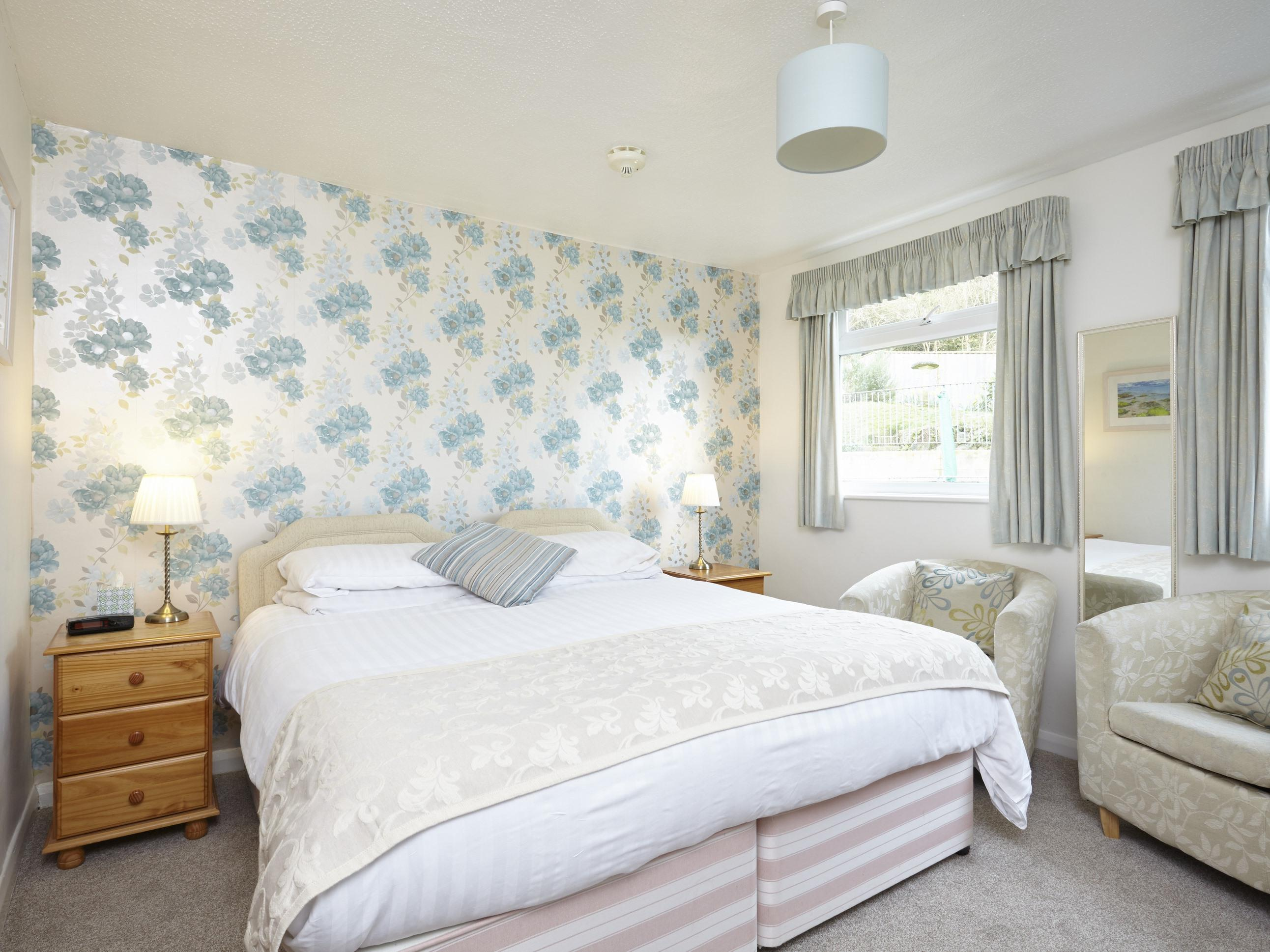 Double or Twin-Standard-Ensuite-Room 11
