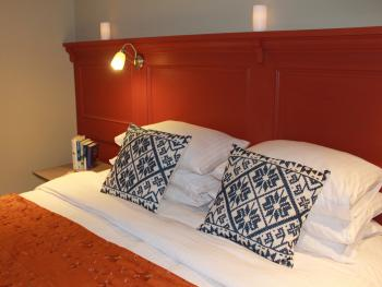 King Size or Twin Beds in 'The Holly' - Guest Room