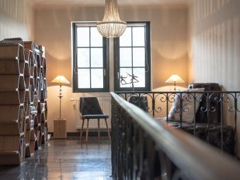 Un coin bibliothèque est à votre disposition ansi qu'un coin bureau