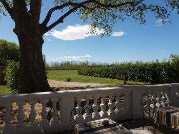 Terrasse vue sur le massif du Canigou