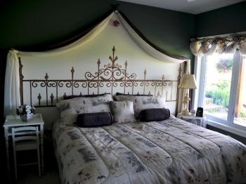 King-Comfort-Shared Bathroom-Countryside view-Serenity Room