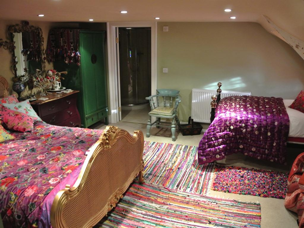 Double or Twin-Deluxe-Ensuite with Bath-Garden View-Hedgewitch - Base Rate