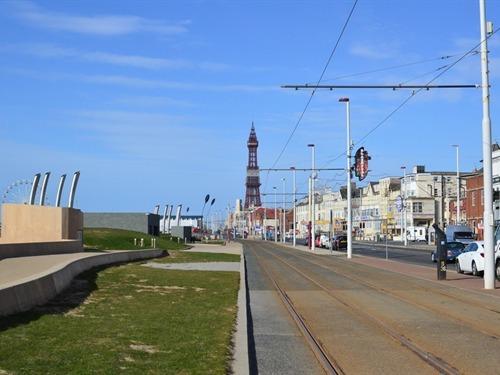 Blackpool Tower 5 mins away on walk