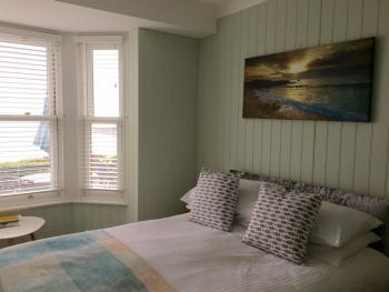 Bay View Double Ensuite with Shower- Ground Floor