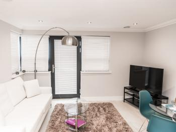 First Floor Luxury in Reading Town Centre - KSA