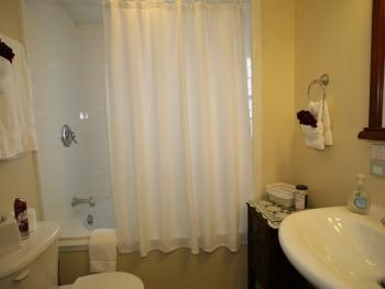 Bordeaux Suite Bath