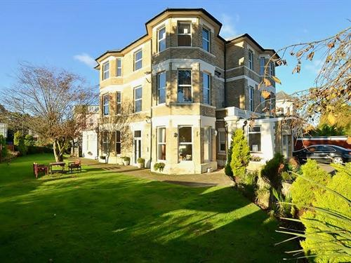 Charming family run hotel, with large garden and spacious free parking