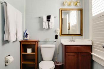 Bathroom in the Anthurium Room