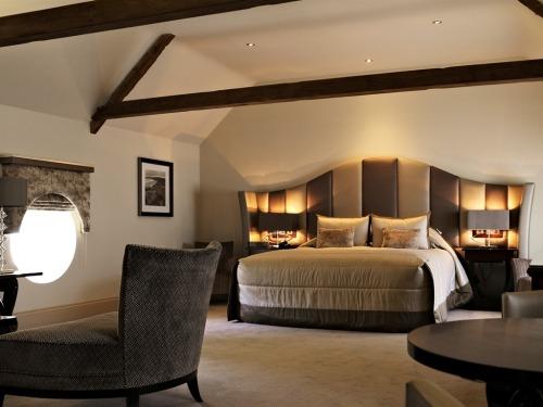 Luxury Courtyard Suite