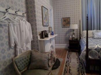 Duchess Suite Guestroom