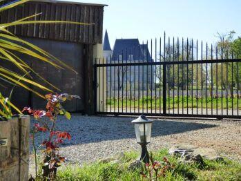 Vue sur le Château Pichon Baron depuis le jardin