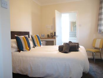 Croyde Double Deluxe is a spacious Double room with North-facing windows to the front garden and surrounding walks to stunning view points of the Braunton Burrows.