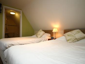 Twin room-Ensuite-Triple Occupancy - Base Rate