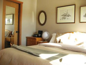 Double room-Ensuite with Shower-Queen-Ocean View-Sunset Room - Base Rate