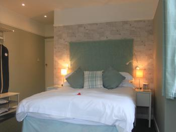 Double room-Standard-Ensuite with Shower-Street View - Breakfast Included