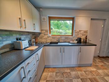 Arenig Lakeside Suite - kitchenette