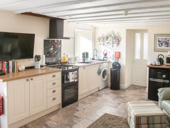 Garden Apartment with Fully Fitted Kitchen