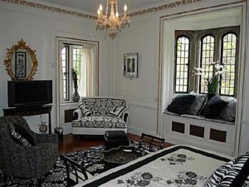 Junior Suite-Private Bathroom-Oversized-Garden View-Gatsby Room