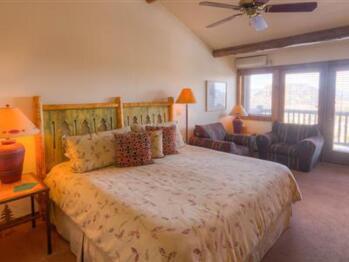Longs Peak King Lodge Room