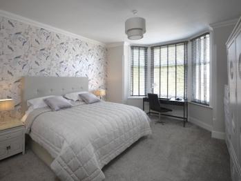 Paramount Aparthotel - Apt 3- Bedroom