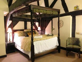 King-Ensuite-Deluxe Four Poster