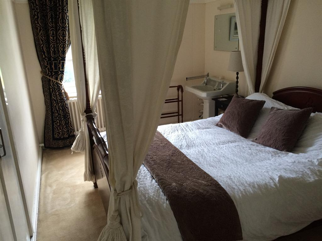 King-Ensuite with Shower-Four Poster Bed