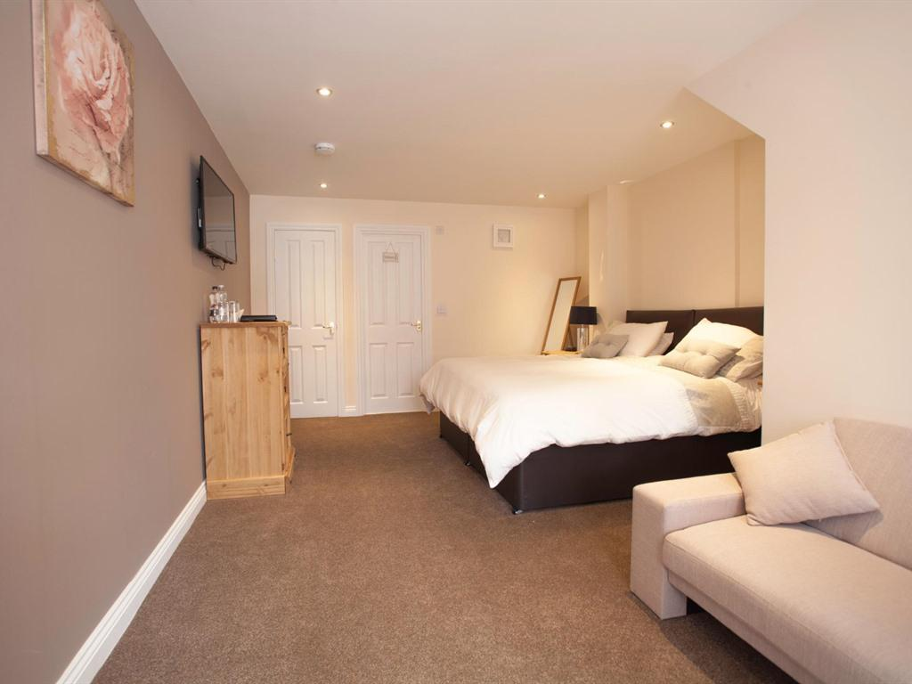 Double or Twin-Premium-Ensuite - Base Rate