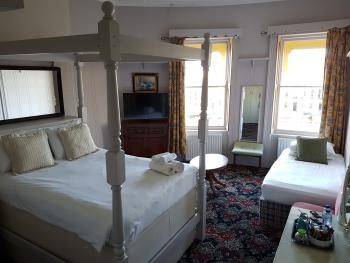 Triple room, superior, partial sea view with en suite