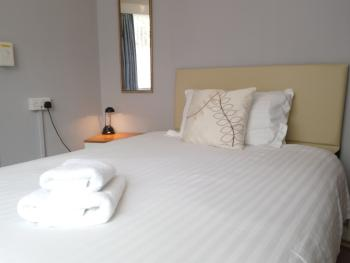 Single room-Standard-Ensuite with Bath-Street View