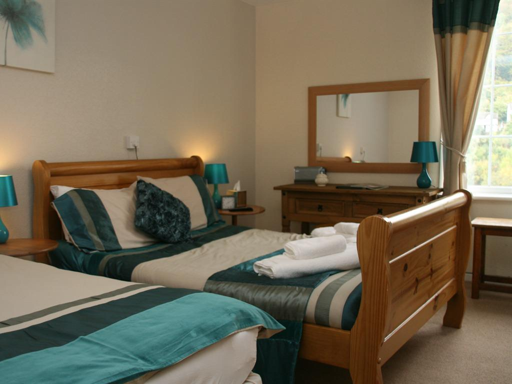 Double room-Standard-Ensuite with Shower-Garden View-and Sofa Bed