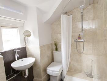 Whittington bathroom