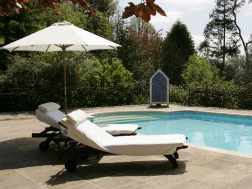Outdoor Pool (open May to Sept)