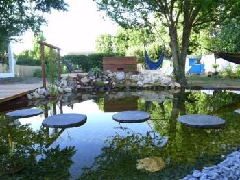 Un bassin pour la tranquillité et la beauté.