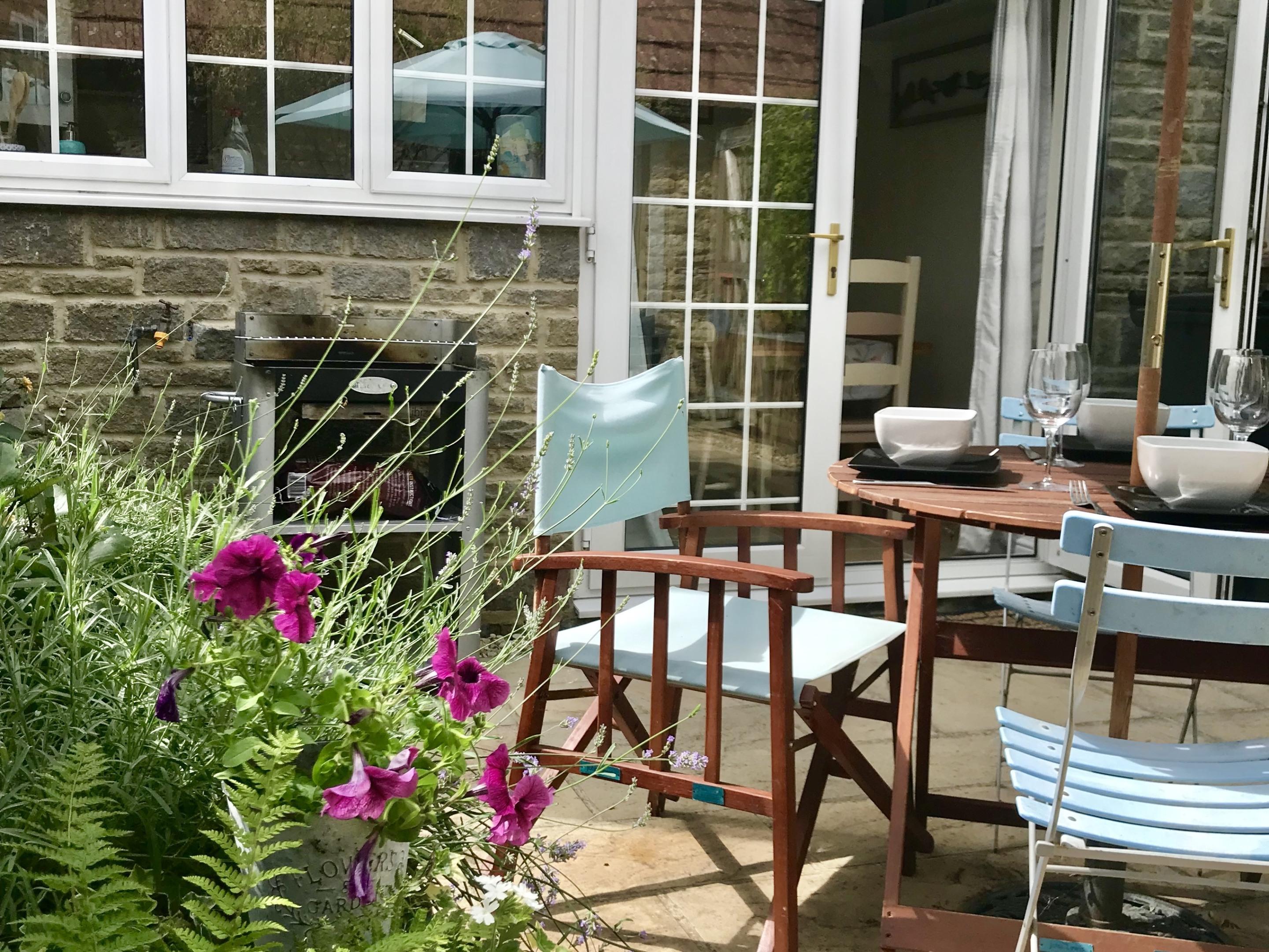 Cottage-Premium-Private Bathroom-Street View-Way Cottage