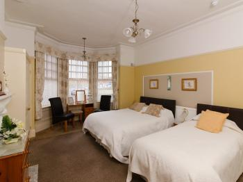 Family Room-Triple room-Standard-Ensuite with Shower - Base Rate