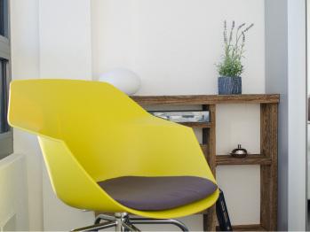 Le mobilier design a été choisi avec goût