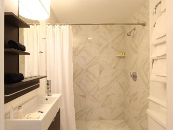 Aquinnah Suite Bathroom