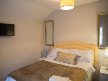 Single room-Ensuite with Shower-Street View - Single room-Ensuite with Shower-Street View