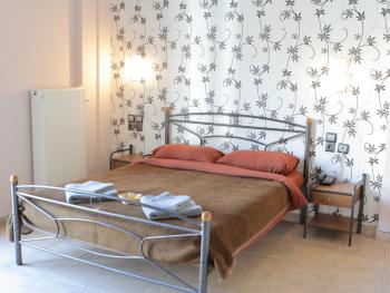 Double room-Classic-Private Bathroom-Street View - Base Rate