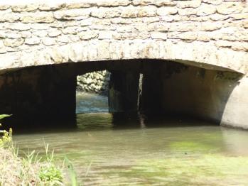 Sous le moulin