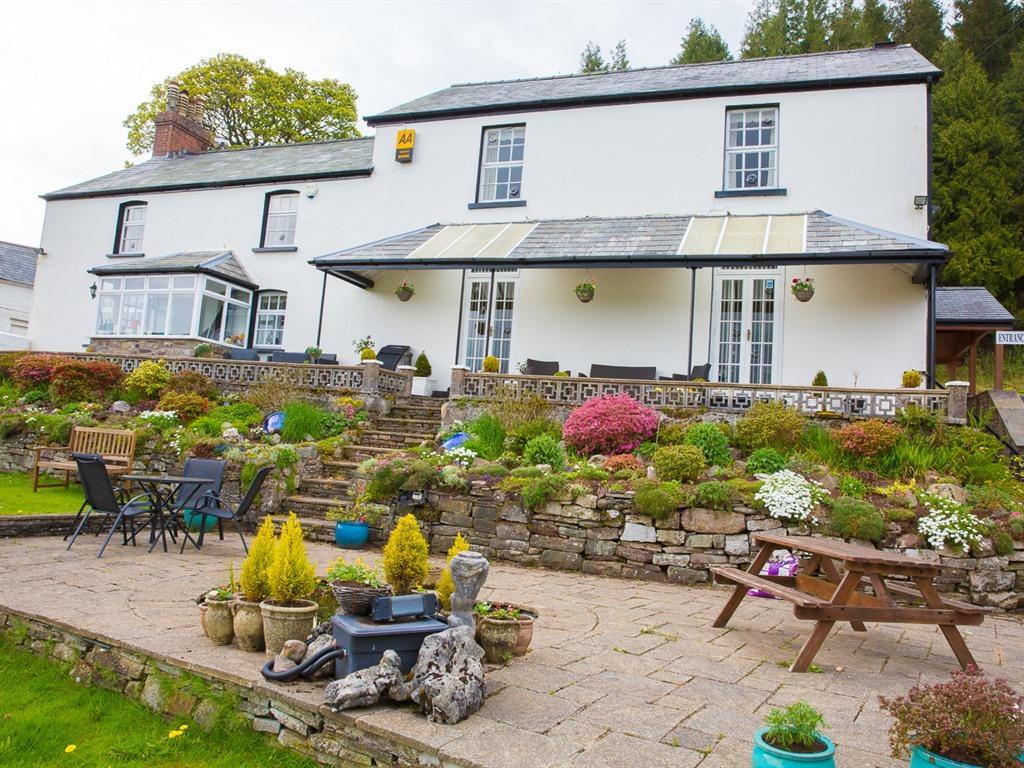 Llwyn Onn Guest House Garden And Patio