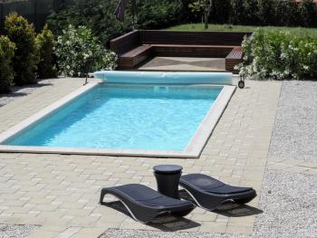 Relaxing garden area and pool with jetstream