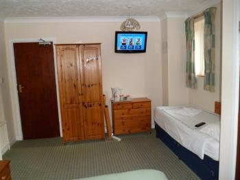 Family or Twin - Ensuite (1 Double bed and 1 single bed)