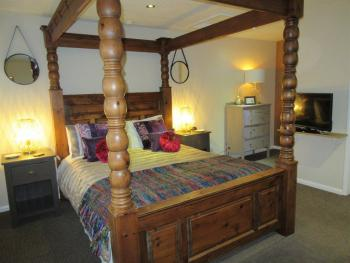 Room 7 - King Size Bedroom with En-Suite