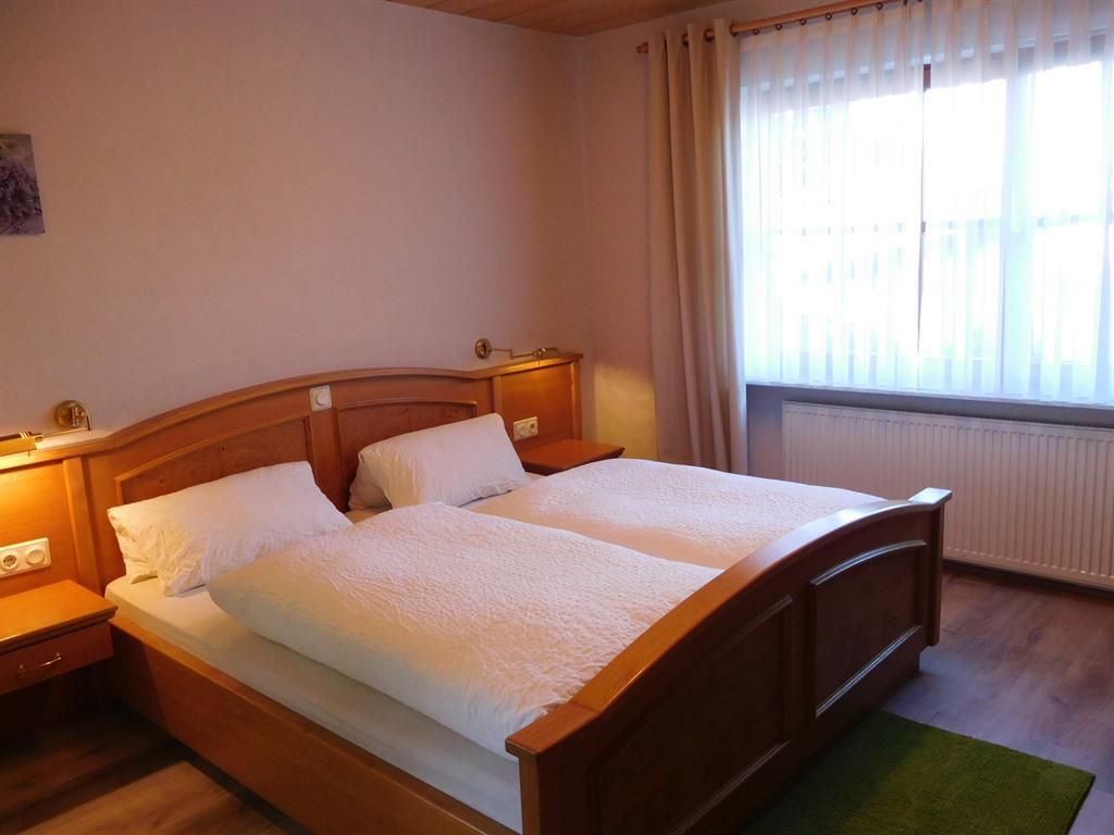 Doppelzimmer-Standard-Ensuite Dusche-Balkon - Basistarif