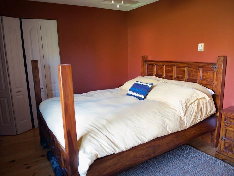 Queen-Comfort-Shared Bathroom-Garden View-Orange Room - Base Rate