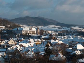 Im Winter bietet die Ferienwohnung Trollmann einen Blick auf das schneebedeckte Schmalkalden, natürlich nur, wenn Frau Holle aktiv war