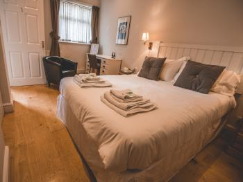 Double room-Superior-Ensuite with Bath-The Hare
