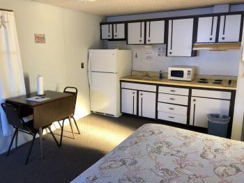 Room n 16 ,kitchenette with lake view and 2 full size bed, max 4 people
